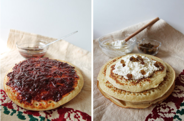 Clatite pufoase servite cu dulceata si crema de branza cu stafide