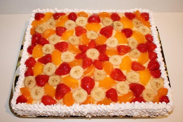 Tort cu fructe si crema de branza