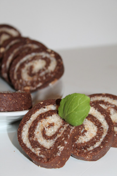 Rulada de biscuiti cu rom si nuca de cocos