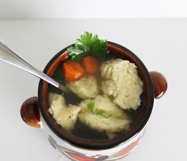 Supa de pui cu galuste cu gris