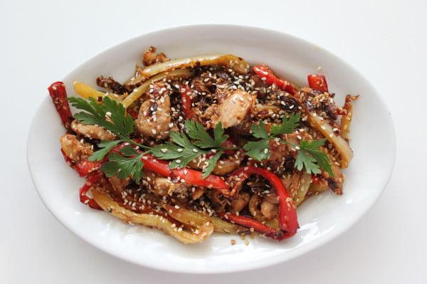 Pui chinezesc cu ardei si susan