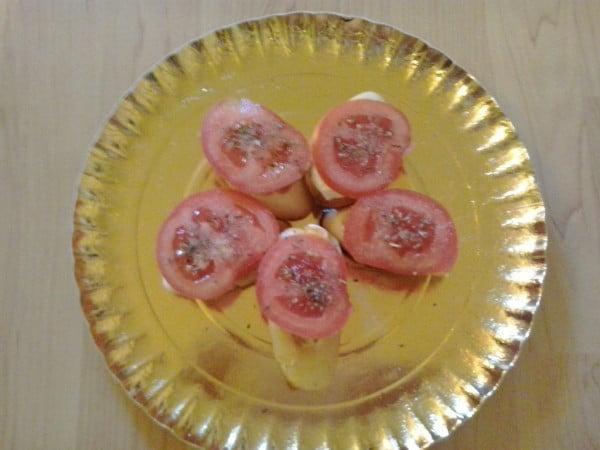Sandwich Caprese – un mic dejun cu mozzarella si rosie