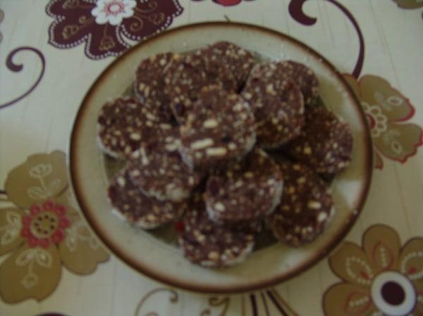 Salam de biscuiti cu fructe uscate