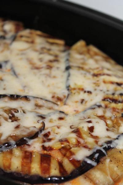 Pizza cu vinete, mozarella si cascaval