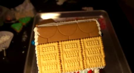 Aplicare biscuiți pe acoperiș