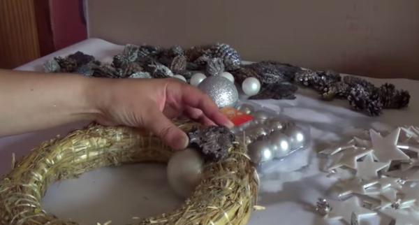 Materiale pentru coroana de Crăciun