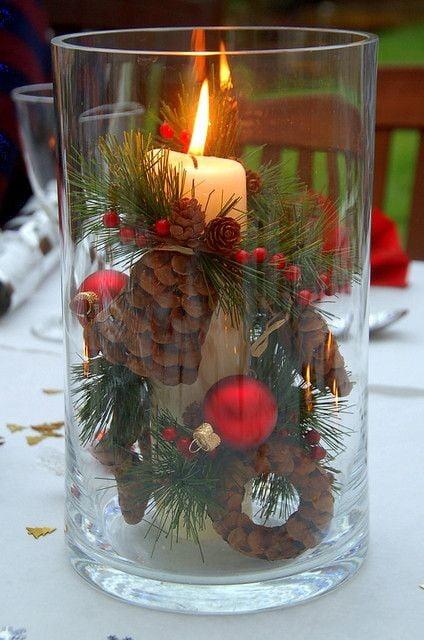 Pahar cu lumânare și elemente decorative pentru masa de Sorbători, Foto: broken.loveitsomuch.com