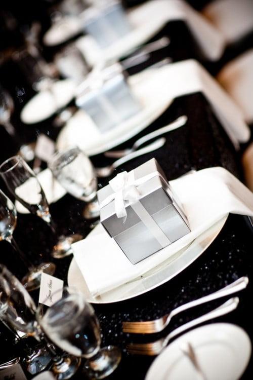 Un mic cadou, o surpriză plăcută pentru invitați, Foto: weddingomania.com
