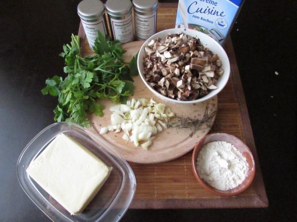 Ceapa, usturoiul și ciupercile tocate