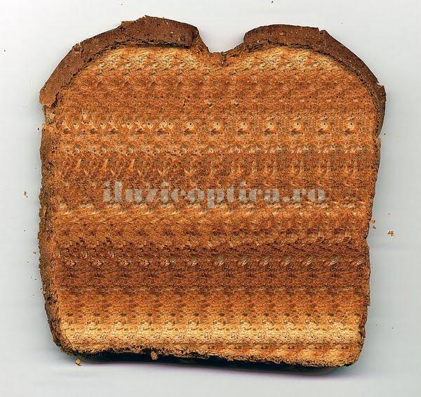 Iluzie optică pe o felie de pâine prăjită