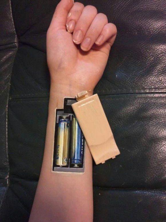 Tatuaje amuzante pictate pe mâini