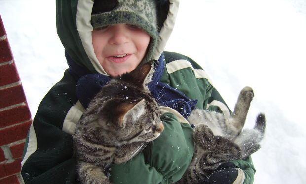 Copilul și pisica sa