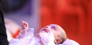 bebeluș la botez