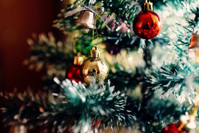 Cele mai interesante idei de împodobirea bradului de Crăciun pentru o atmosferă de poveste