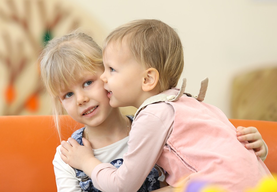 Copiii care vorbesc pe limba lor