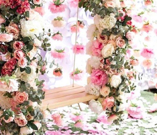 Flori artificiale și flori din hârtie creponată