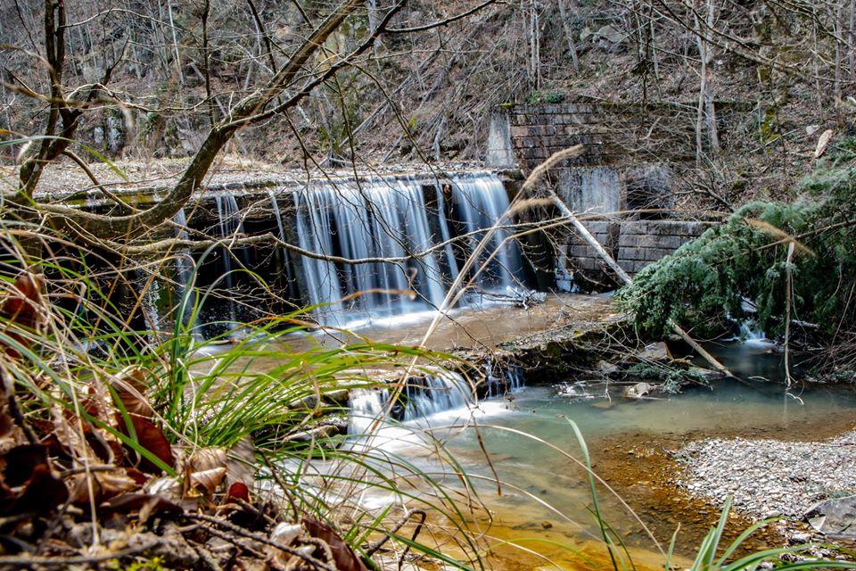 Cascada din Cheile Slănicului