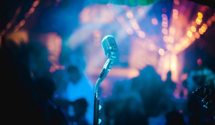 Boxe portabile cu funcție karaoke