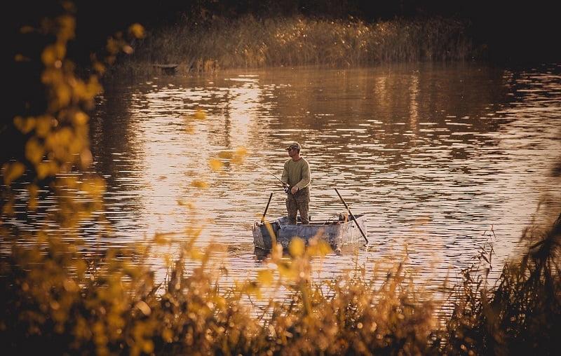 Pescar in barca