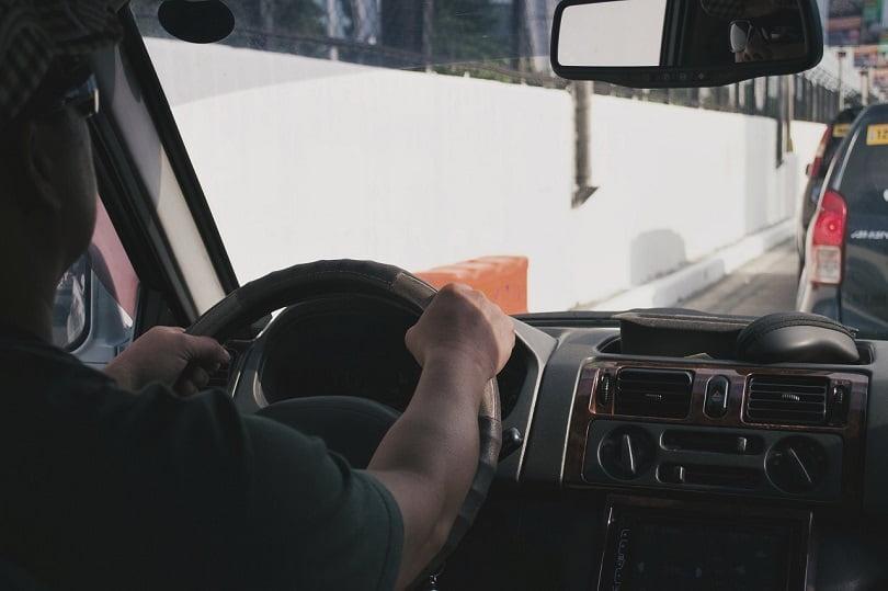 Sofer in trafic