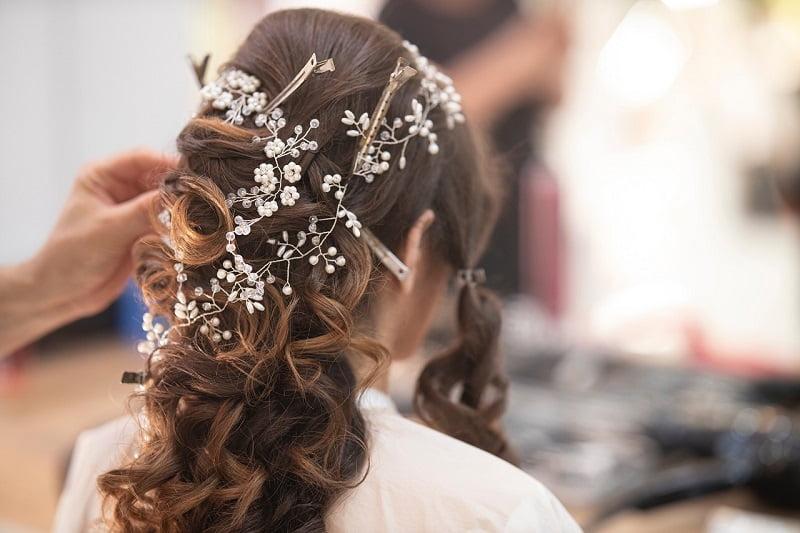 Coafură de nuntă pentru păr lung