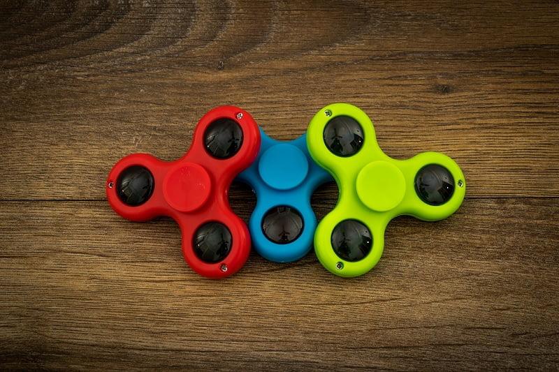 fidget spinner, accessoriu pentru eliberarea stresului