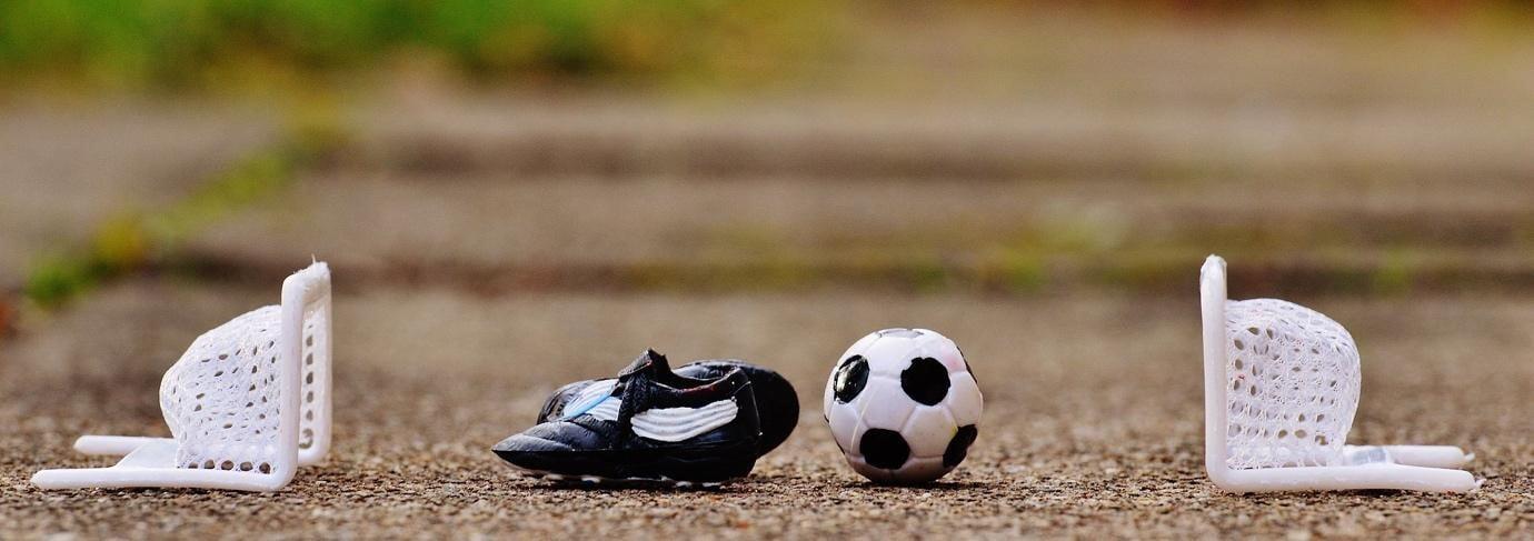 Porti, ghete si minge de fotbal in miniatura